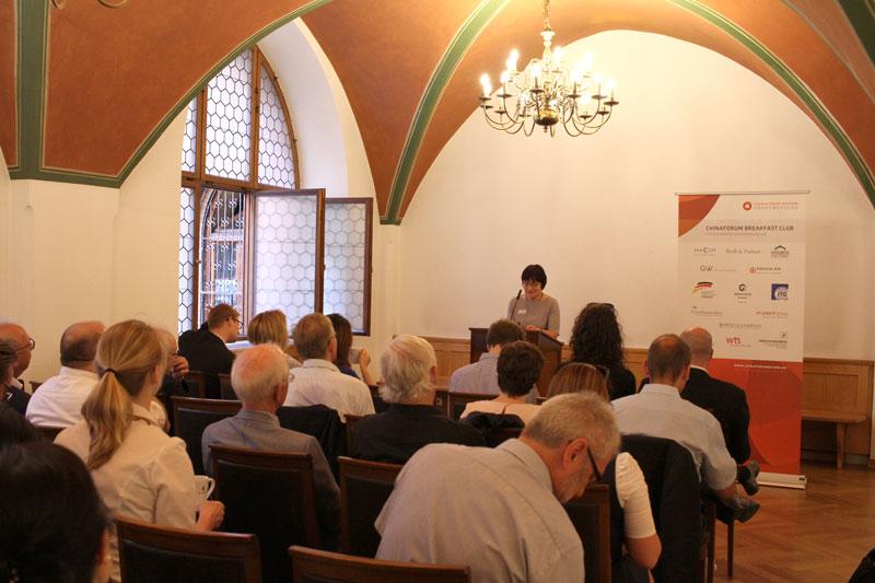 Begrüßung durch Frau Roider, Stadt München
