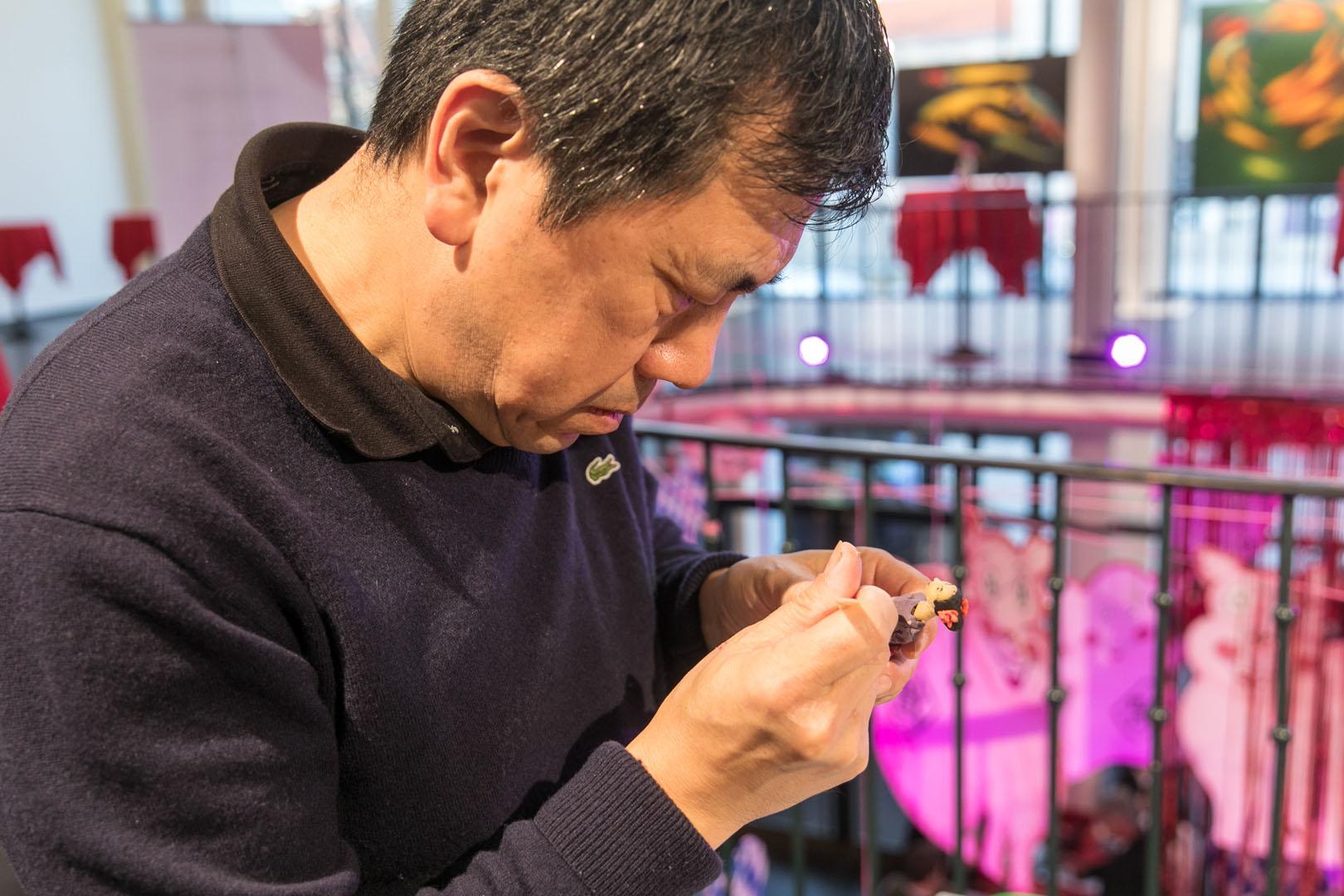 Herstellung traditioneller chinesischer Teigfiguren